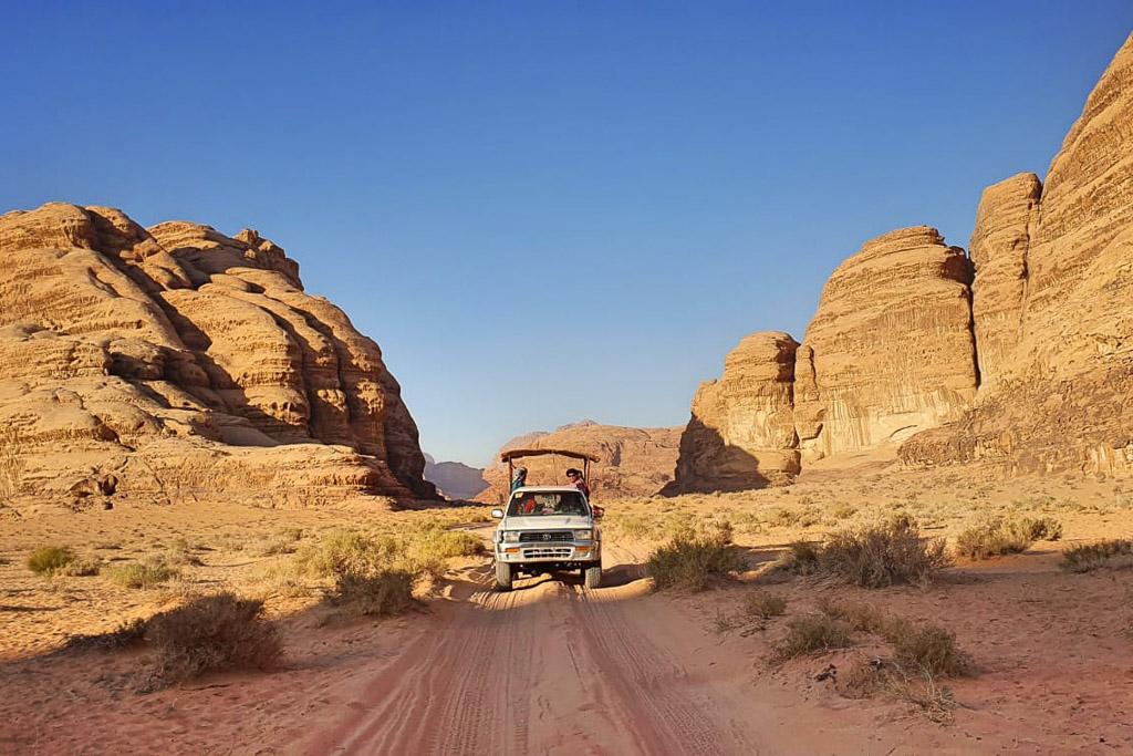 Best jeep tour in Wadi Rum Jordan