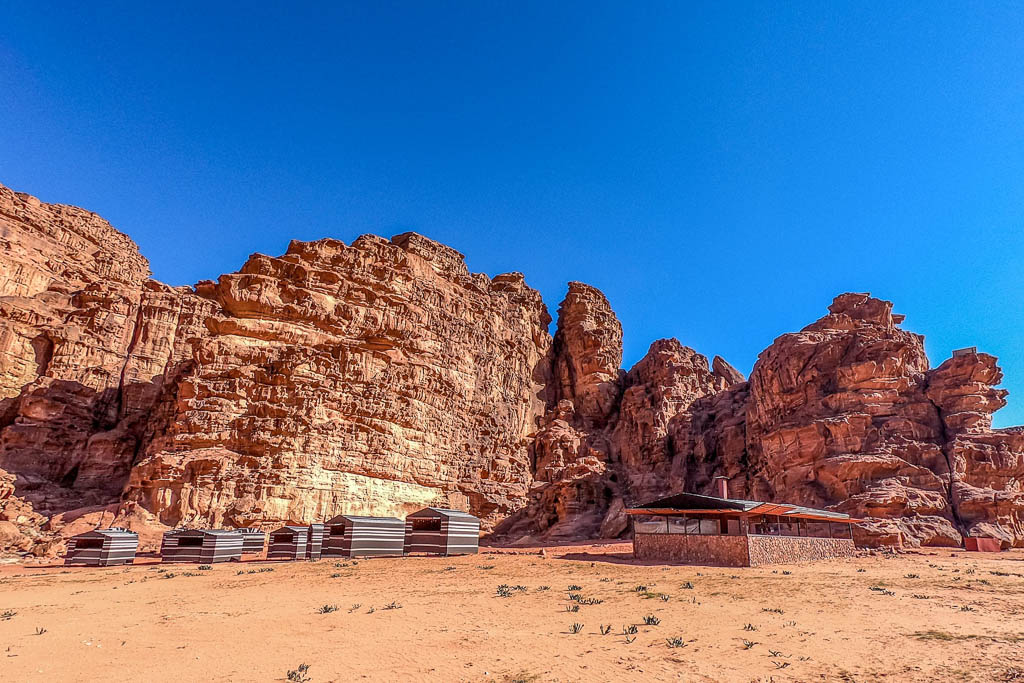 wadi rum bedouin camp at base of sandstone cliffs